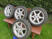 4 Stück Reifen mit Alufelgen