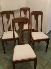 4 alte antike Stühle