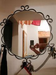 Gardrobe mit Spiegel