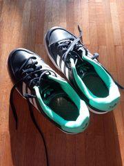Adidas Kindersportschuhe Größe 38 zu