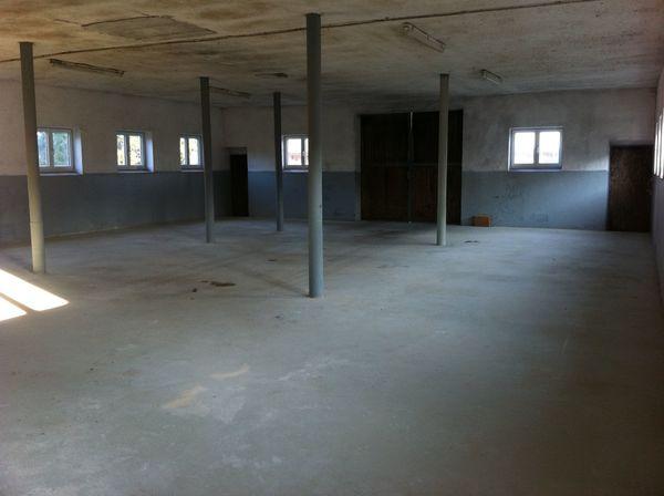 Halle Lager Garage