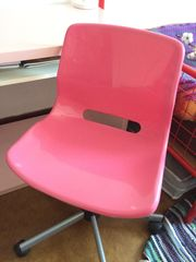 Pinker Schreibtischstuhl von Ikea