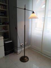 Schöne Stehlampe Design antik