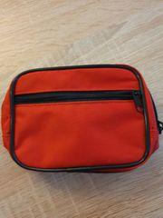 Rote kleine Tasche für zB