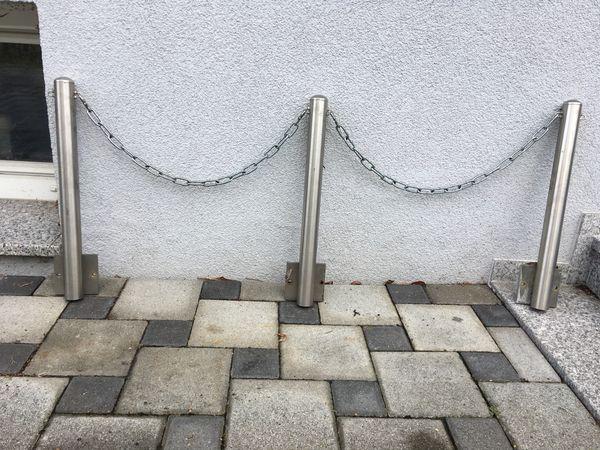 Zaun aus Chromstahl