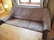 Sitzgarnitur aus Leder bestehend aus