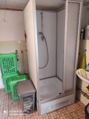 Duschkabine mit 16 Liter Boiler