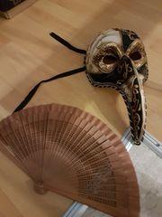 venezianische Maske und Fächer