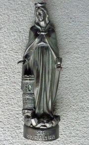 St Barbara Figur Bronzepatina signiert