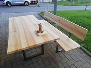 Tisch mit Bank aus Massivholz