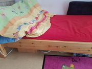 2 Betten mit Lattenrost und