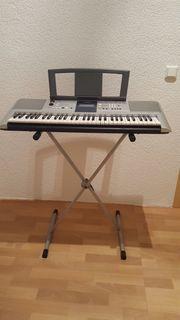 Keyboard von Yamaha PSR E323