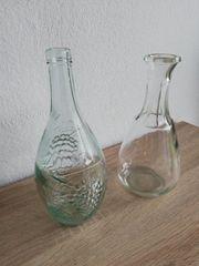 Wasser Saftflaschen zusammen