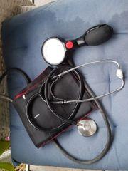 Blutdruckmessgerät mit Stestoskop