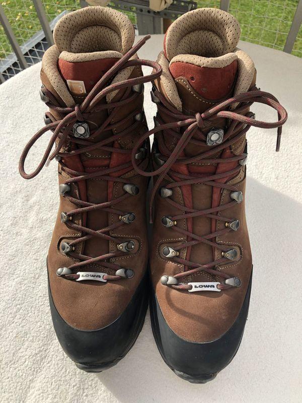 """LOWA Trekkingschuh """"Albula GTX Ws - Bad Reichenhall - Möchte meine Trekkingschuhe, Gr. 8, was EU 42 bedeutet - fällt aber relativ klein aus, ich selber habe Gr. 41, anbiete, da ich sie leider nach meiner Fuß-OP nicht mehr tragen kann. Der Schuh ist neuwertig, da nur 2 mal getragen (Innen - Bad Reichenhall"""
