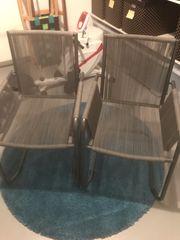 Neuwertige Gartenstühle grau mit Gummibändern