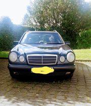 Einen w210 Mercedes Benz E-Klasse