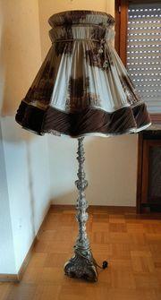 Stehlampe mit Messingfuß Barock Stilmöbel