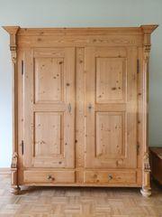 Weichholzschrank antik