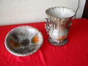 Alte Blumenvase mit Schüssel echte