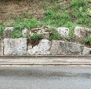 Grosse Granitblöcke für dekorative Einfassung