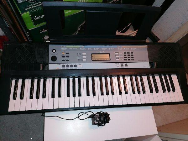 Yamaha ypt240 61-Tasten mit Ständer
