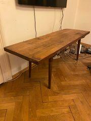 Alter rustikaler Holztisch