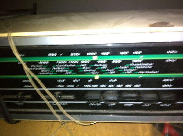 Altes Kofferradio zu verkaufen