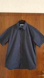 Kurzarm-Herrenhemd der Marke MAXCLUSIV