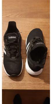 Kinder - Turnschuhe Adidas und Nike