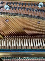 Klavier antik - innen neu