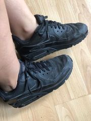 Suche getragene Sneakers und Socken