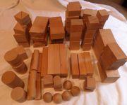 Holzbausteine Buchenholz im Wagen und