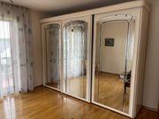Schlafzimmerschrank mit Spiegel und Schiebetüren
