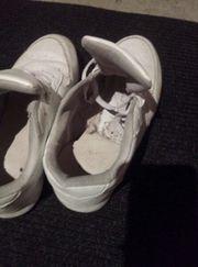 Schuhfetisch - extrem stinkende Sportschuhe für