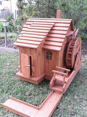 Wassermühle in teak mit Wasserrad