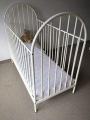 Babybett mit Matratze ohne Deko