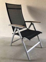 Tisch und Stühle für draußen