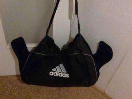 Adidas Sporttasche Tasche Reisetasche schwarz: Kleinanzeigen aus Esslingen am Neckar Oberesslingen - Rubrik Taschen, Koffer, Accessoires