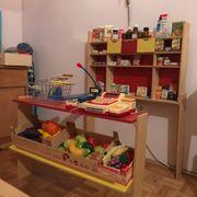 Kaufladen aus Holz mit Zubehör