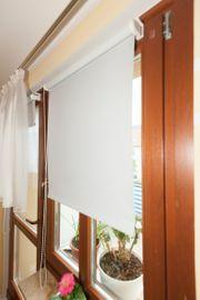 4 Neuwertige Innenrollos am Fenster