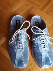 7b9e05db6bce3 Schicke Sabots / Schlappen / Schuhe vorne geschlossen, hinten offen ...