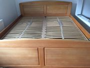 Verkaufe gemütliches Doppelbett helles Nussholz