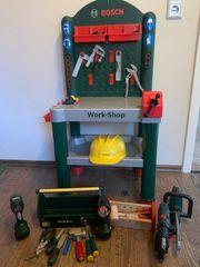 Bosch Werkbank mit vielen Geräten