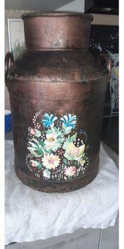 alte Milchkanne mit Bauernmalerei Kupferfarben