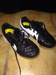 Nike Hallenschuhe Gr 31 Fußball