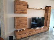 Wohnwand in Holzoptik