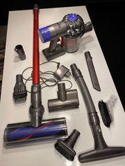 Dyson V6 Total Clean mit