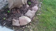 Sandsteine Bruchsteine für Beeteinfassung gesucht