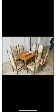 Antiker Tisch mit 7 Stühlen